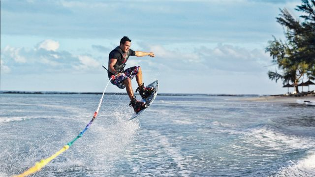 CLUB_MED_SUMMER_WAKEBOARD